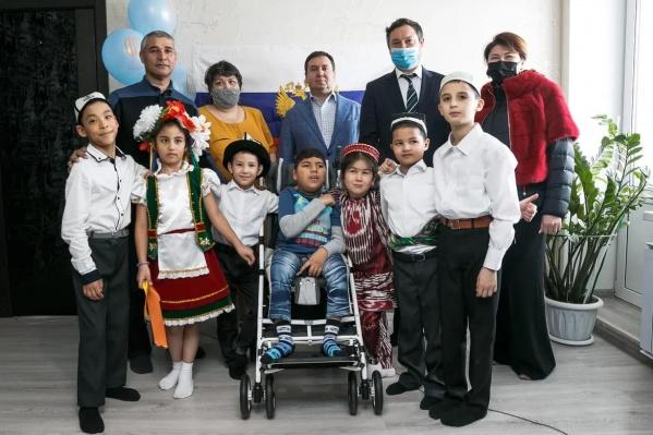 В семье Абдуллаевых восемь приемных детей