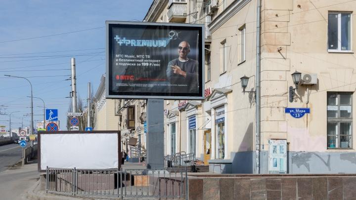 «Не классика архитектуры, а винегрет»: в Волгограде общественник требует очистить центр от рекламы и вывесок