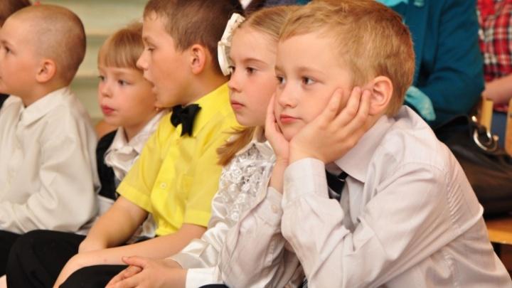 В ХМАО родителей пустят на детские выпускные и школьные линейки. Вот условия