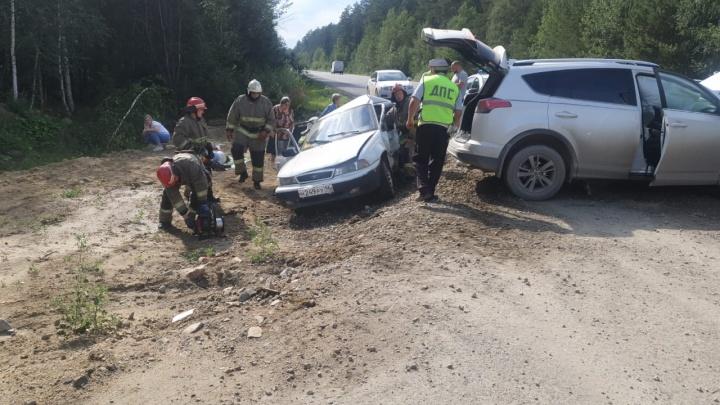На Тюменском тракте столкнулись Daewoo и Toyota. Один человек погиб, двое пострадали