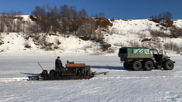 Спасатели показали на видео, как готовятся к ледоходу на Северной Двине