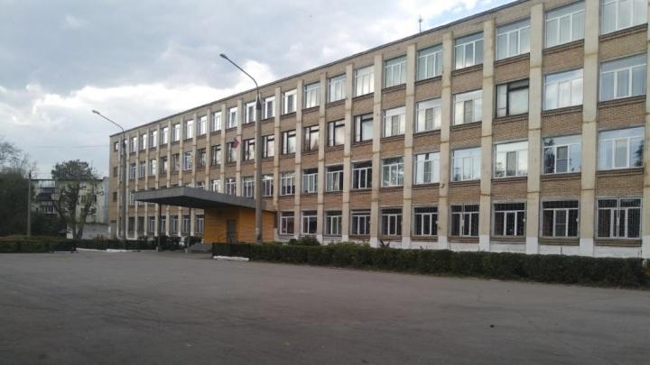В первый день экзаменов по челябинским школам прокатилась волна сообщений о минировании