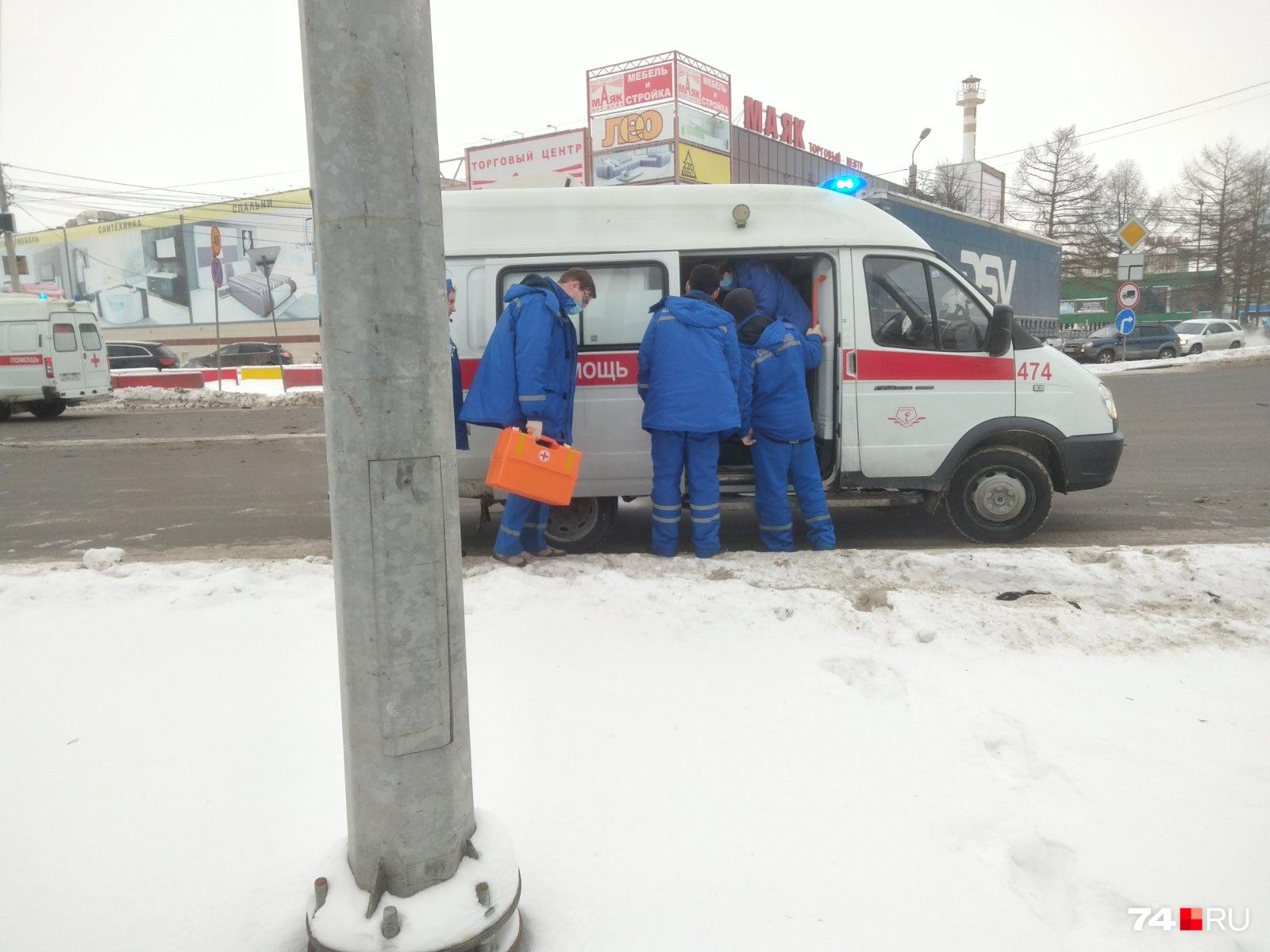 По словам очевидцев, пассажирам потребовалась помощь медиков