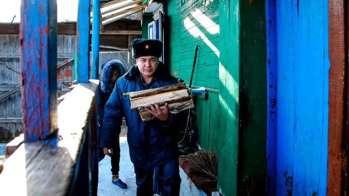 «Положение у меня — хоть вешайся»: ветеран чеченской кампании 17 лет живет в избе и ждет квартиру