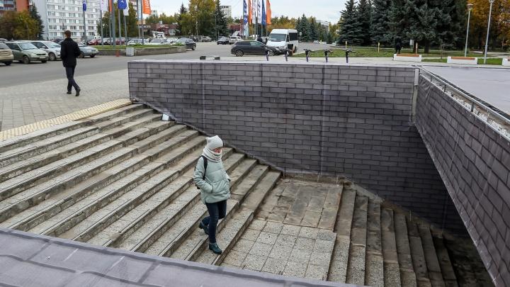 Без крыши, но с подогревом ступеней. Как будут ремонтировать подземный переход у Дворца спорта