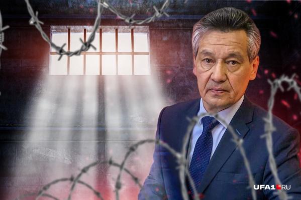 Рим Валиахметов возглавил факультетфилософии и социологии БашГУ в прошлом году и уже впал в немилость