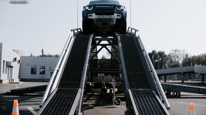 «Скиньте его со скалы, и он поедет» — Land Rover есть чем удивить Челябинск