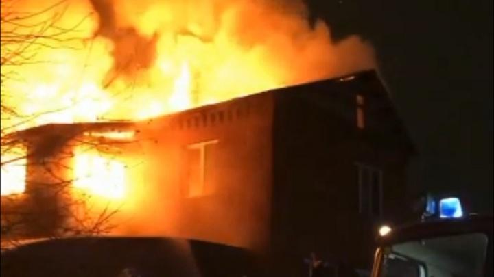 «Накануне были тяжелые смены»: под Челябинском сгорел дом врачей, работающих с больными ковидом