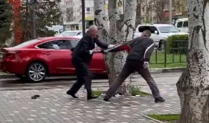 Карточку хотел вернуть: в полиции рассказали подробности драки волжанина с банкоматом