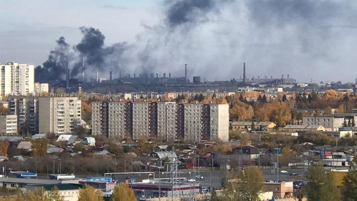 Черный столб дыма на территории ЧЭМК переполошил челябинцев