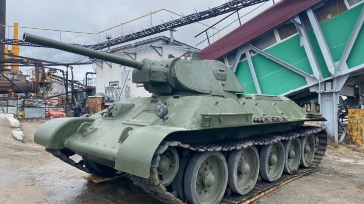 Боевой танк 1941 года выпуска приехал в Сургут. Его установят у Вечного огня