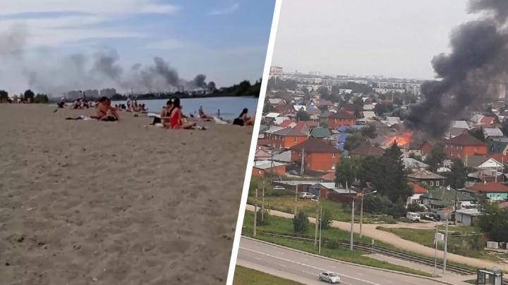 Над пляжем в Новосибирске поднялся столб черного дыма. Что горит?