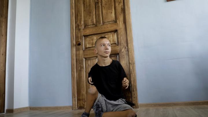 Шестикрылый. Как живется среди людей 17-летнему Серафиму без рук и ног