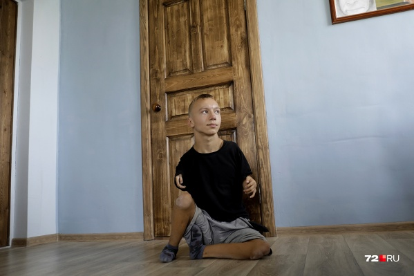 """Серафиму Денисову <nobr class=""""_"""">17 лет</nobr>, он живет с отцом и братьями в своем доме под Ишимом"""