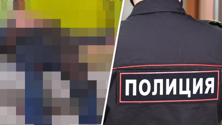 В подъезде на Уралмаше нашли тело с ножевыми ранениями