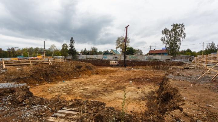 «Скоро сваи будут забивать»: на севере города построят большой дом с башней и парком