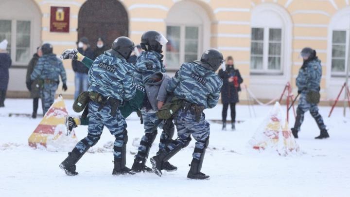 ОМОН, хоровод и задержания: как в Ярославле прошла несанкционированная акция протеста