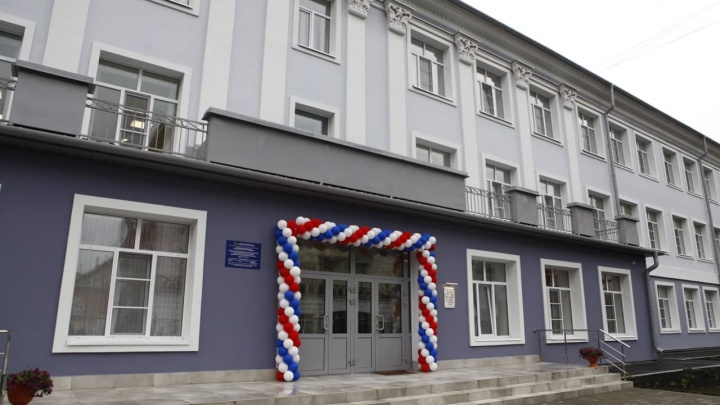 Власти провели капитальный ремонт старейшей школы Новокузнецка