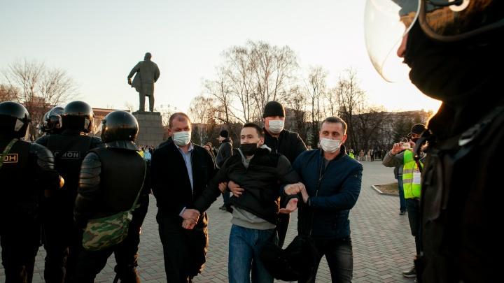 Весна, любовь, ОМОН: как в Тюмени поддерживали Навального — фоторепортаж с запретной акции