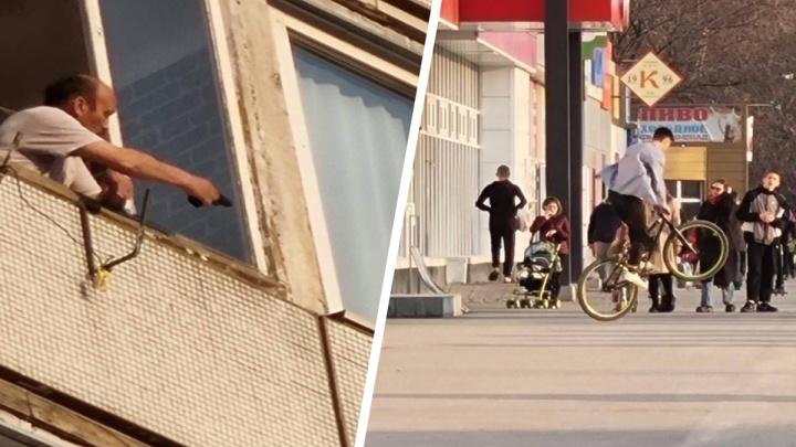 Новосибирец из окна своей квартиры угрожал подросткам пистолетом