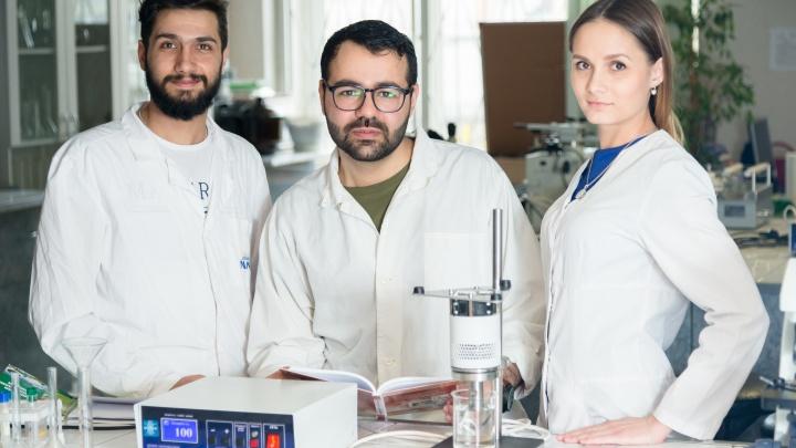 Создают съедобную посуду, изучают влияние COVID-19 на мозг: чему учат в медико-биологической школе ЮУрГУ