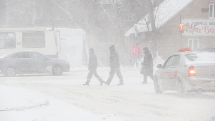 Сложный снежный день нижегородцев в 10 фотографиях