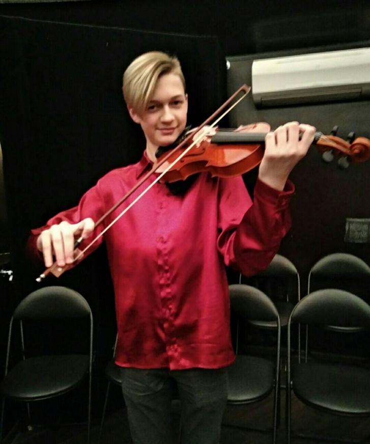 Ярослав играл на скрипке