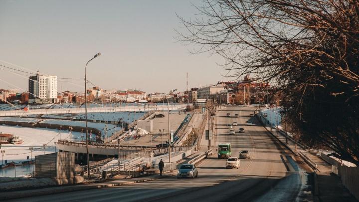 Кто быстрее доберется до центра: трое тюменцев устроили челлендж в городских пробках
