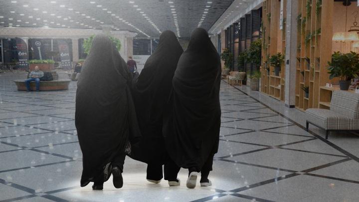 «Что ерундой занимаешься? В секту попала?»: почему россиянки надевают хиджаб и как их за это травят