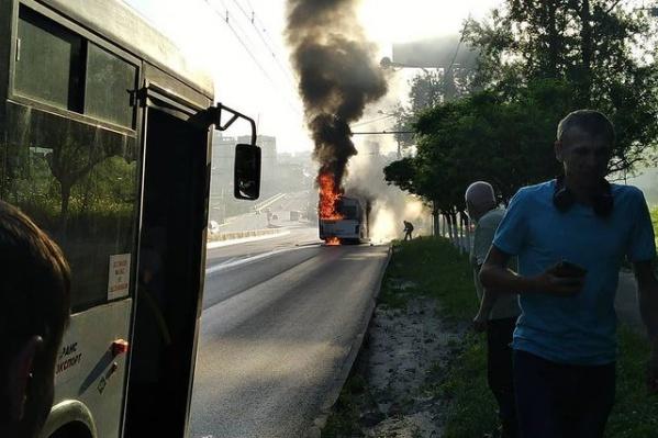 Автобус сгорел полностью