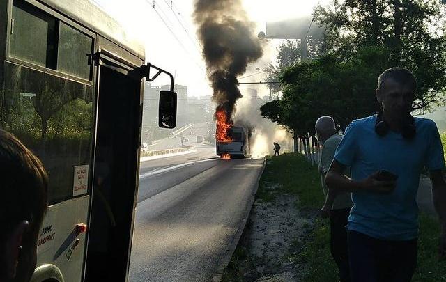 В Ростове на ходу сгорел пассажирский автобус