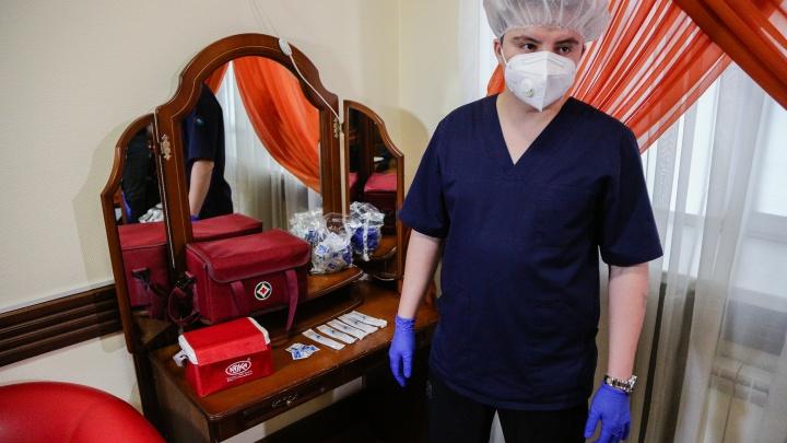 В Омской области от коронавируса привился каждый четвертый педагог