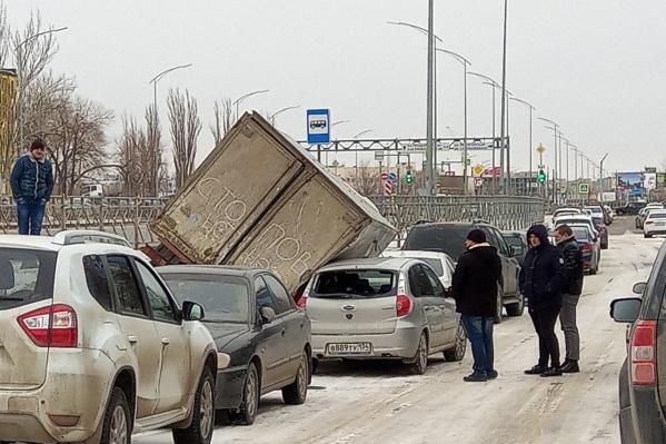 Инцидент произошел на парковке завода «Аврора»