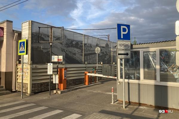 Власти хотят, чтобы в выходные дни парковки оставались бесплатными