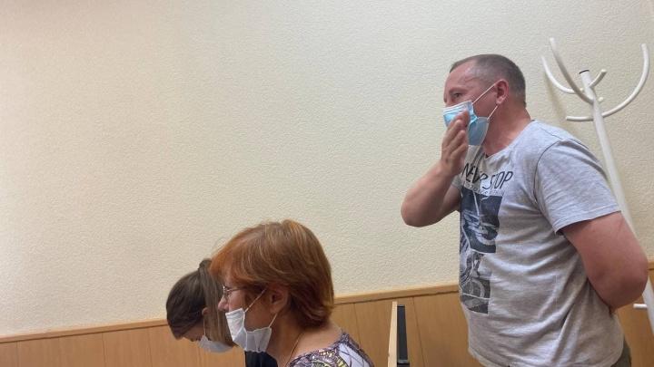 «К чему извинения ваши?»: в Екатеринбурге начали судить водителя «Приоры», сбившего насмерть мужчину с ребенком