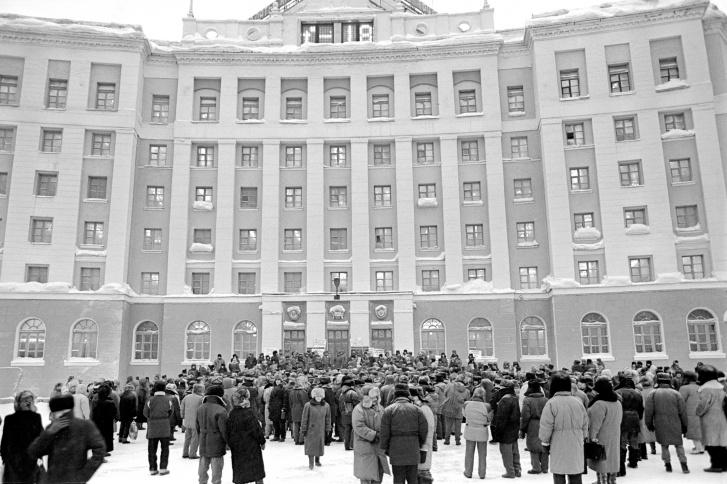 """Митинг у стен офиса «Норильского никеля», февраль <nobr class=""""_"""">1996 года</nobr>"""