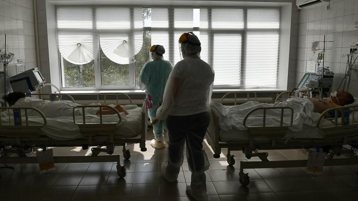 Вирус мутировал? Заболеваемость ковидом в Свердловской области резко пошла вверх