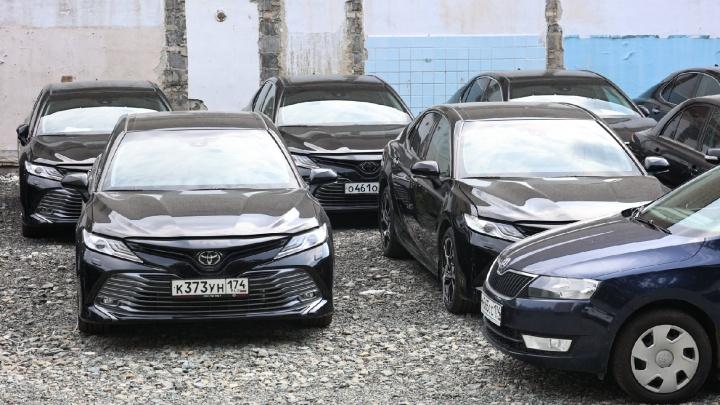Челябинцы в новом месте обнаружили простаивающими Toyota Camry, купленные для саммитов-2020