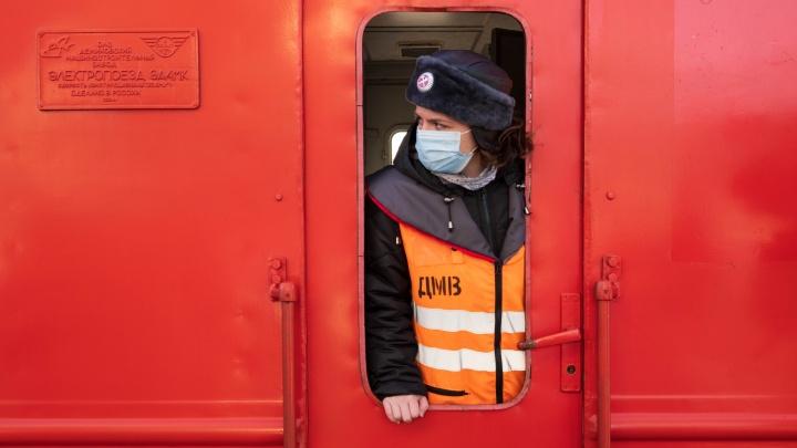 Дотянуться до «Ласточки»: 20-летняя челябинка получила редкую работу и отвечает за сотни людей в поезде
