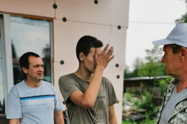 Юноша не мог сдержать слез, наконец оказавшись дома