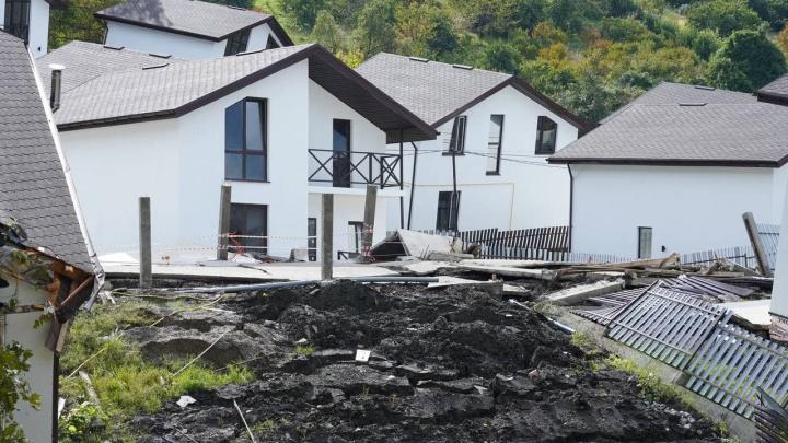 Людям из разрушенного оползнем поселка в Сочи начали выплачивать компенсации