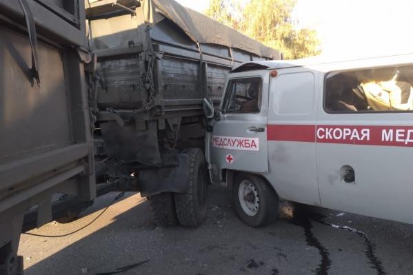 Авария случилась рано утром, когда команду медиков везли на работу