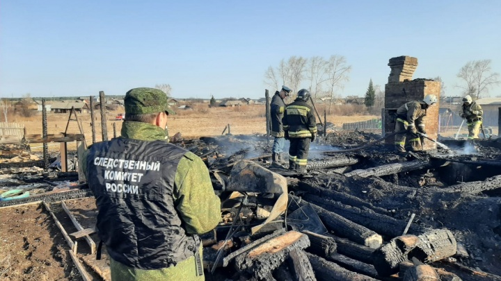 Недавно заменили печь в доме: подробности о семье, в которой дети погибли в пожаре под Нижним Тагилом