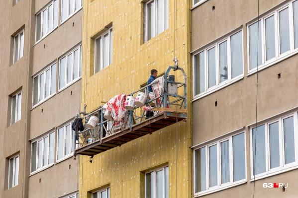 На некоторых объектах уже занимаются отделкой фасадов