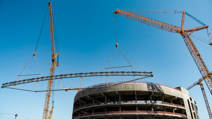 Строители приступили к монтажу крыши новой «Арены Омск»
