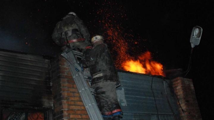 В утреннем пожаре под Красноярском погибли три человека