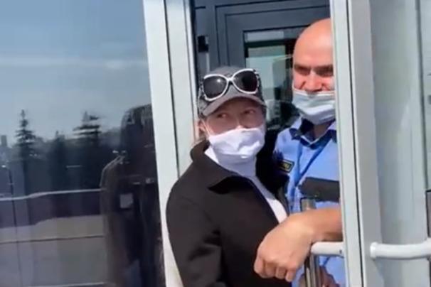В Уфе схватка активистов и охранника Белого дома попала на видео