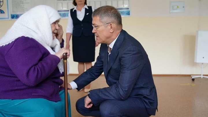 В Башкирии открыли мемориальную доску в честь умершего мэра Уфы