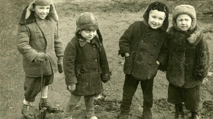 Фильмоскоп, коляска-чемодан и кубики, которые были у всех: вспоминаем советское детство