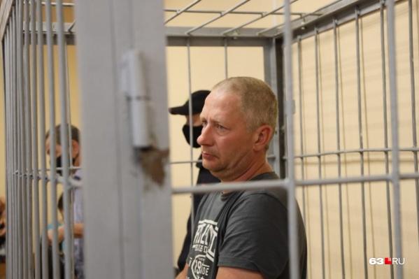 42-летний полицейский Антон Безчетвертев во время заседания по выбору меры пресечения плакал